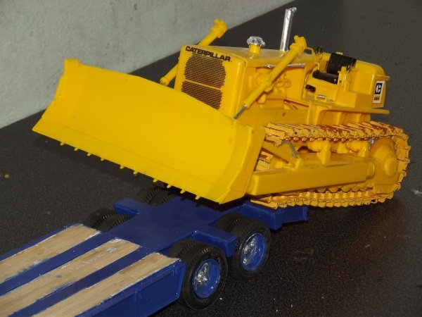 Peterbilt 359 mit Lowboy plus Caterpillar D8H 06245mzo5ab