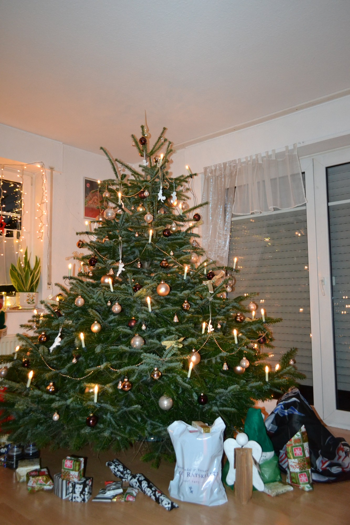 weihnachtsbaum echt geschm ckt my blog. Black Bedroom Furniture Sets. Home Design Ideas